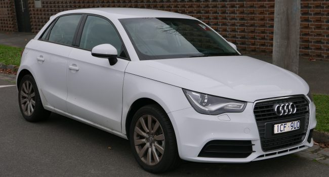 2014_Audi_A1_(8X_MY14)_1.4_TFSI_Attraction_Sportback_5-door_hatchback_(2015-07-09)_01
