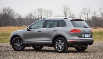 2015-Volkswagen-Touareg-adaptive-cruise-control