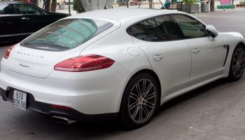 Porsche_Panamera_970,_facelift,_rear_view